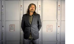 Primo piano di Karl Ove Knausgaard (photo via@flavorwire.com)
