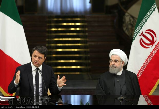 Iran's Rouhani and Italy's Renzi during a conference